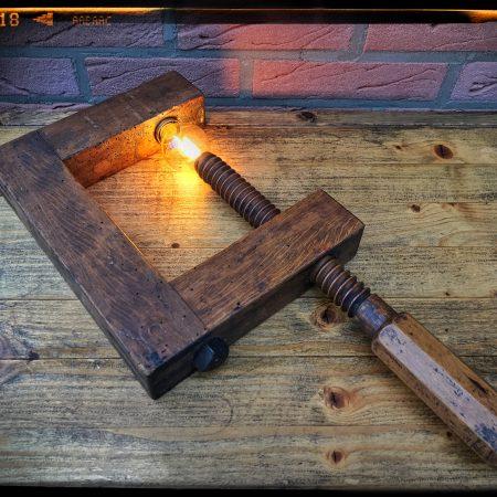 Antike Schraubzwinge aus Holz