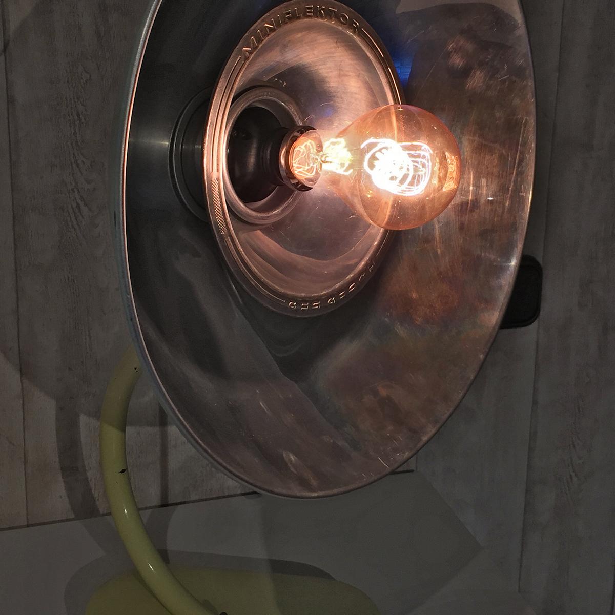Höhensonne aus den 50er-Jahren umfunktioniert zur Lampe